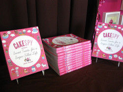 Author Signing – CakeSpy at Yummy Cupcakes