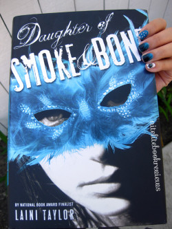 Manicure Monday (41): Daughter of Smoke and Bone
