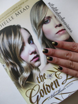 Manicure Monday (15): The Golden Lily