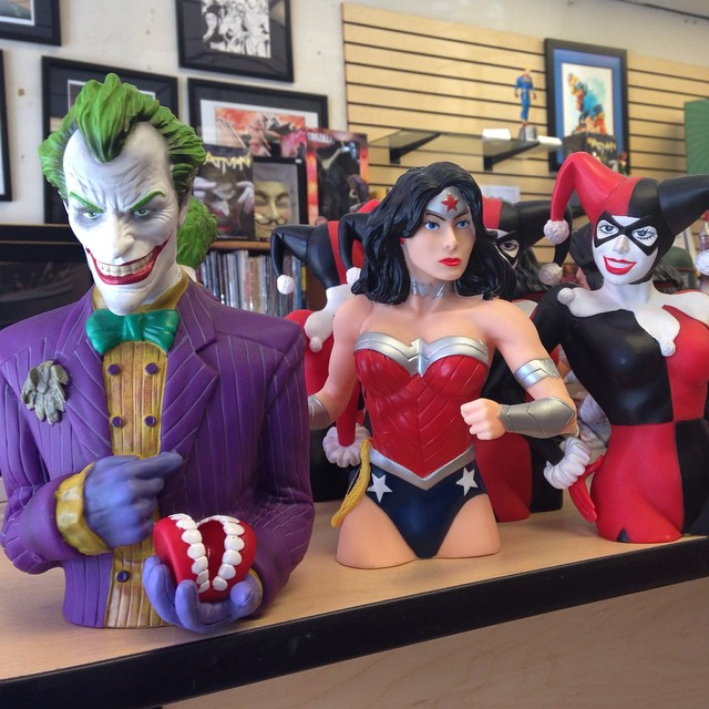 Visited Earth2 in Sherman Oaks with @kimberlybuggie today. #comics @dccomics